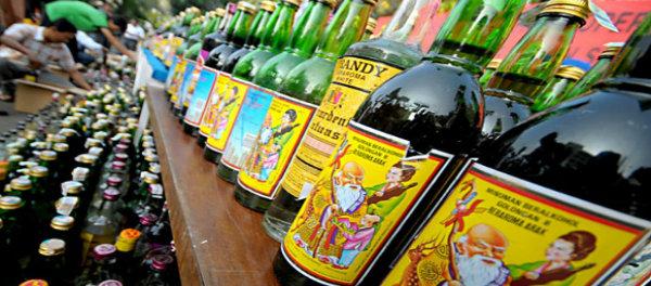 Minuman keras yang banyak dijual di warung jamu.(Idam)
