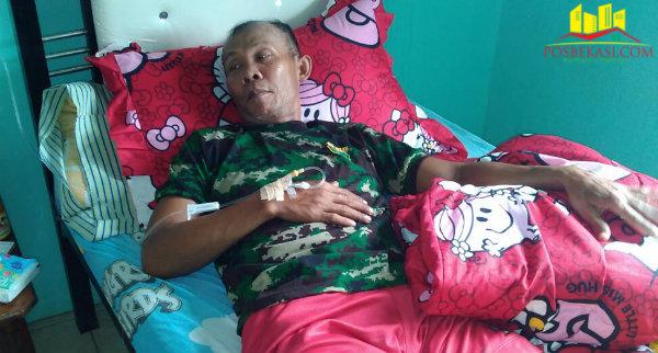Sardi, warga Kampung Jati, Desa Burangkeng, terpapar DBD yang mendapat rawat jalan.[Uan]