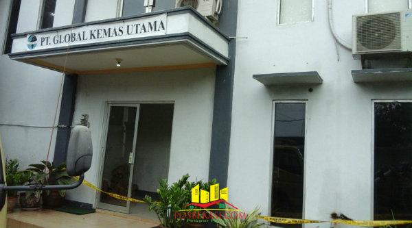 Kawanan rampok beranggotakan wanita melumpuhkan 5 penjaga dan menggasak sejumlah barang PT.Global Kemas Utama, di Kampung Cimuning, Mustika Jaya, Kota Bekasi, pada Jumat (26/2/2016) dinihari.[Idh]