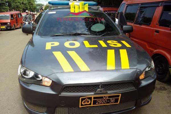 Patroli Polsek Setu yang mengawal aksi supir Koasi.[Rad]