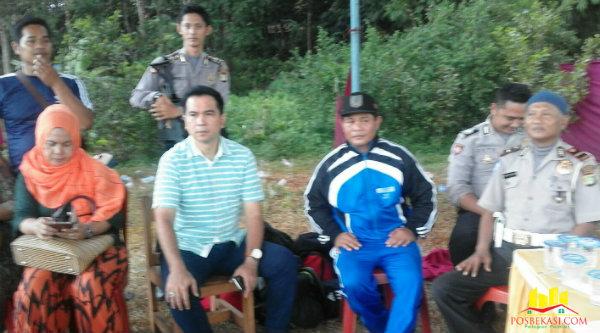 Anggota DPR Krisna Mukti hadiri pembukaan turnamaen Kades Ragemanunggal Cup 2016.[Uan]