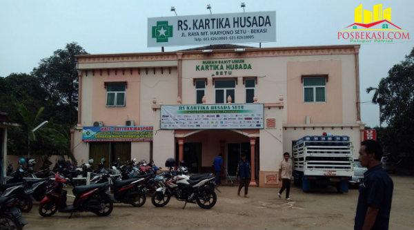 RS Kartika Husada, Burangkeng, dipenuhi pasien DBD dari tida desa yang terpapar DBD.[Uan]