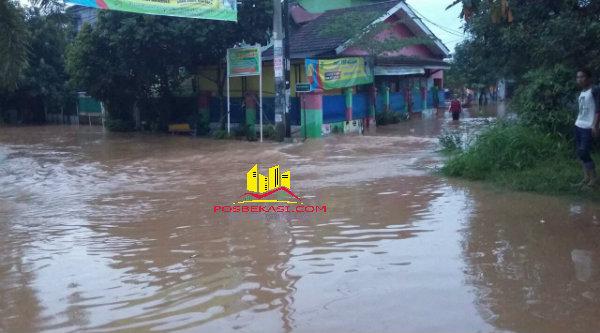 Ratusan rumah terendam banjir.[FER]