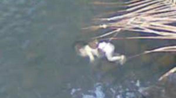 Image result for foto mayat bayi mengambang di kali