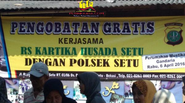 Pengobatan gratis di Perumahan Mustika Gandaria, Desa Ciledug, Setu, Kabupaten Bekasi, Rabu (6/4/2016).[DLI]
