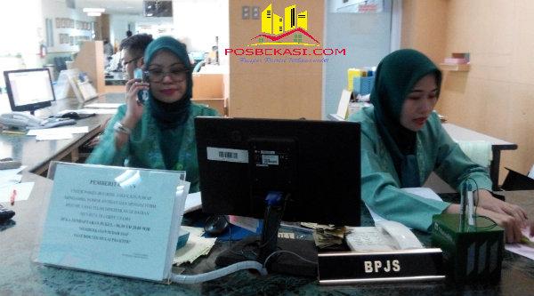 Petugas pasien BPJS di RS Hermina Grand Wisata.[YAN]