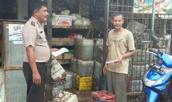 Polsek Setu menemukan kenaikan harga sembako di Pasar Serang Taman Rahayu, Setu, Kabupaten Bekas, Sabtu (21/5/2016).[RAD]