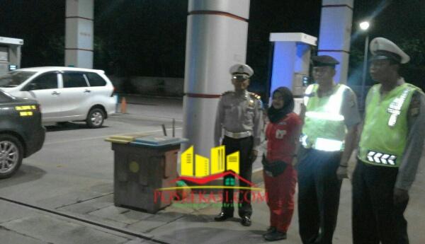 Patroli Polsek Setu aambangi SPBU pada Rabu (25/5/2016) dinihari tadi.[IMA]