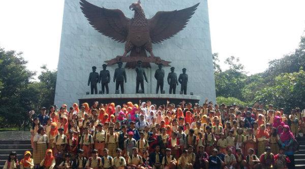 Para siswa SDN Padurenan I di Museum Pancasila Sakti.[IST]