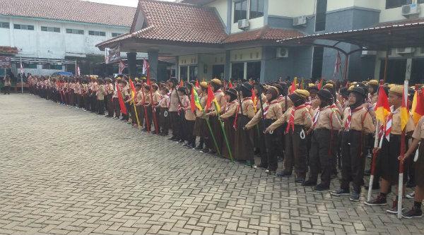 Peserta lomba Pramuka Tingkat II Kwartir Ranting Gerakan Pramuka Kecamatan Setu, Kabupaten Bekasi, Minggu (1/5/2016). [BES]