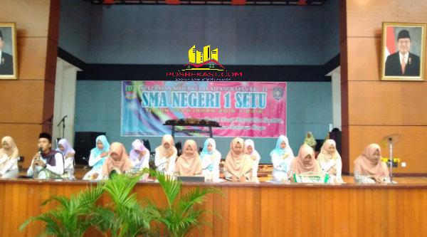 Perpisahan murid SMAN 1 Setu angkatan ke 11 di Aula Gedung STTD Cikarang Barat, Minggu (22/5/2016).[SOF]