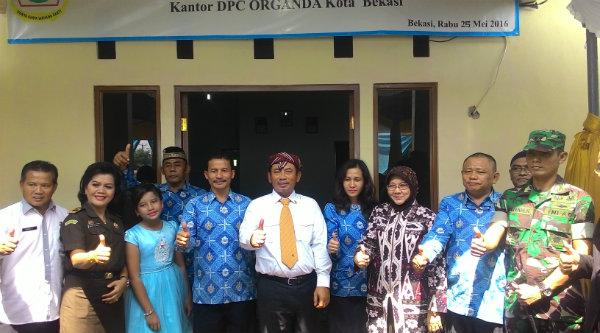 Walikota Bekasi Rahmat Effendi bersama pengurus Organda Kota Bekasi/[IDH]