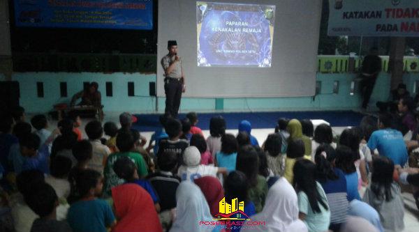 Ustadz Bripka Nursali dihadpan ratusan Remaja Masjid dan Pokdar Kamtibmas untuk bersama memerangi narkoba.[SOF]