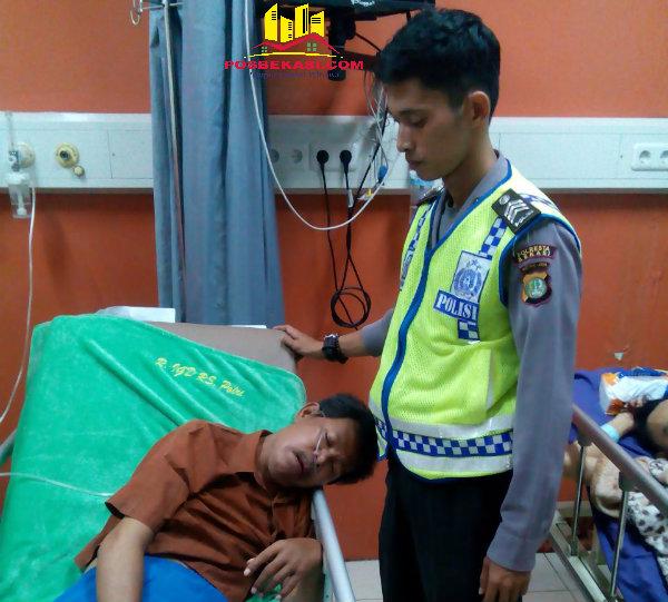 Brigadir Wahyudi Saputra saat menemani Aiptu Anton Supardi di RS Polri.[RAD]