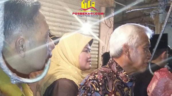 Bupati Bekasi Neneng Hasanah Yasin mendampingi rombongan DPR RI meninjau harga daging di Pasar Tambun, Kabupaten Bekasi.[IDH]