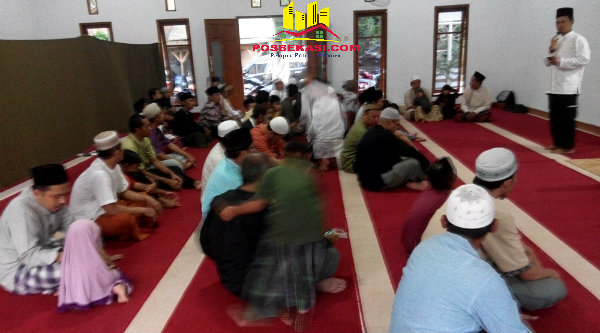 Ketua Yayasan Pondok Pesantren Al Marhamah, Ustadz H Subhansyah, pada persemian Masjid Khulafaur Rasyidin dan Rumah Tahfizhul Quran, Minggu (12/6/2016).[RAD]