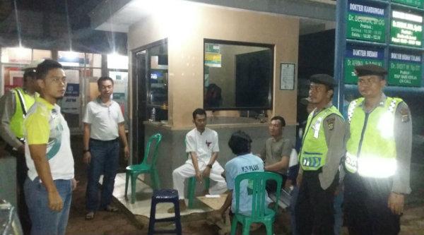 Patroli Mobile Polsek Setu saat menyambangi slah satu rumah sakit di malam hari guna memastikan pengamanan dilingkungan tersebut berlangsung aman.[RAD]