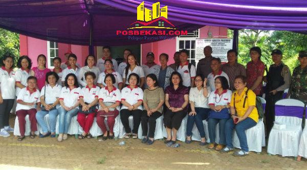 Gereja Kristen Pasundan (GKP) dan GKI Kota Wisata Cibubur, menggelar bakti sosial pengobatan gratis untuk warga Cigelam, Desa Muktijaya, Setu, Minggu (31/7/2016).[YAN]