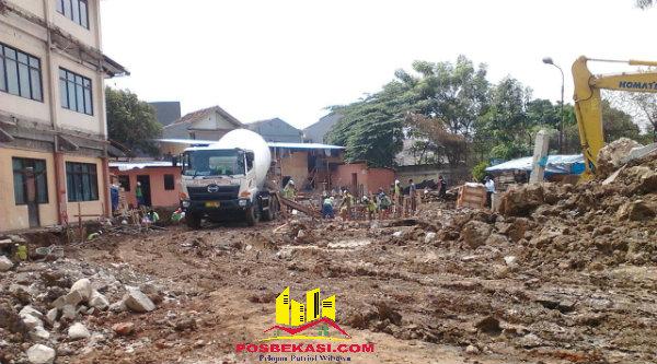 """Pengerjaan proyek pembangunan Gedung Mina E Asrama Haji Bekasi yang diduga dikerjakan perusahaan """"hitam"""".[YAN]"""