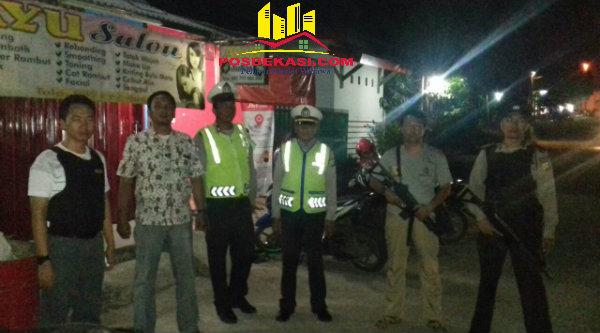 Team Keket anti bandit Polsek Setu disebar pada malam hari untuk mengantisipasi tindak kejahatan.[YAN]