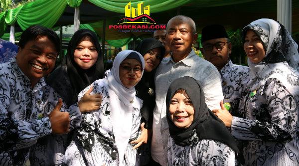 Walikota Bekasi, Rahmat Effendi dan guru-guru PGRI Bantargebang.[IDH]