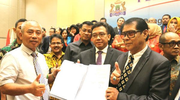 Walikota Bekasi, Rahmat Effendi bersama pengurus Kadin Kota Bekasi periode 2016-2021.[IDH]