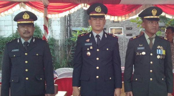 Dari kiri-kanan: Wakapolsek Setu Iptu H Yamin, Kapolsek Setu KP Agus Rohmat dan Danramil/06 Setu Kaptain Inf Budi Wiyono.[RAD]