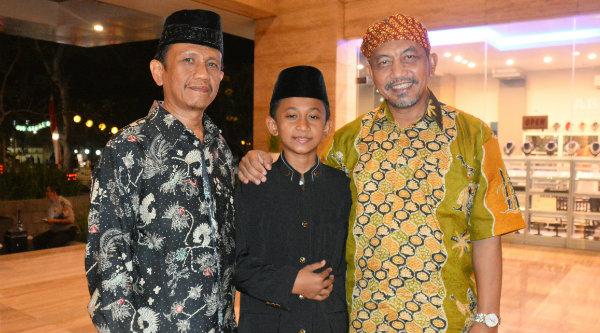 Wakil Walikota Bekasi H Ahmad Syaikhu bersama Maulana Azhari didampingi orangtuanya.[Ist]