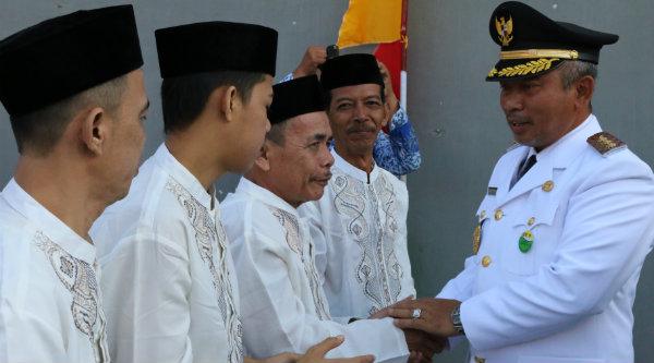 Walikota Bekasi, Rahmat Effendi, memberikan remisi pada nara pidana LP Bulak Kapal, Rabu 17 Agutus 2016.[IMH]