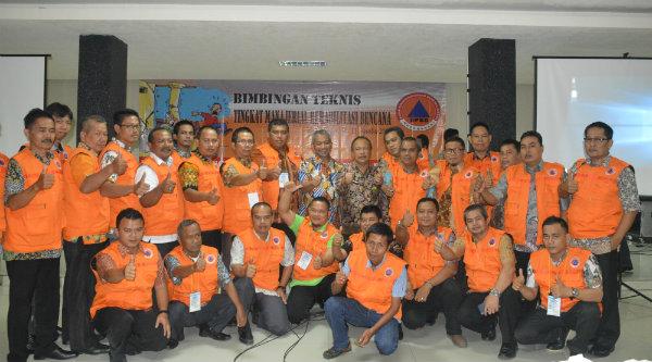 Wakil Walikota Bekasi H Ahmad Syaikhu bersama para peserta bimtek manajerial rehabilitasi bencana.[IDH]