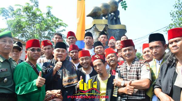 Wakil Walikota Bekasi H Ahmad Syaikhu meresmikan Tugu Asem Jaya.[IDH]