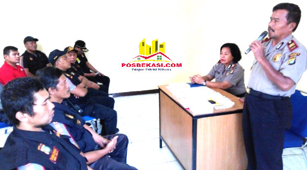Waka Polsek Setu Iptu H Yamin saat memberikan pesan Kamtibmas menjelang Pilkada Kabupaten Bekasi.[YAN]