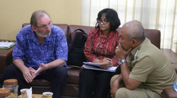 Walikota Bekasi, Rahmat Effendi, menerima kunjungan USAID IUWASH dan sepakat perpanjang kontrak kerja sanitasi.[IDH]