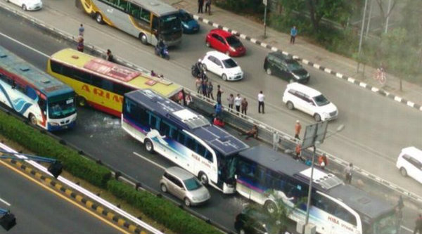 Kecelakaan bus dalam Tol.[DOK]