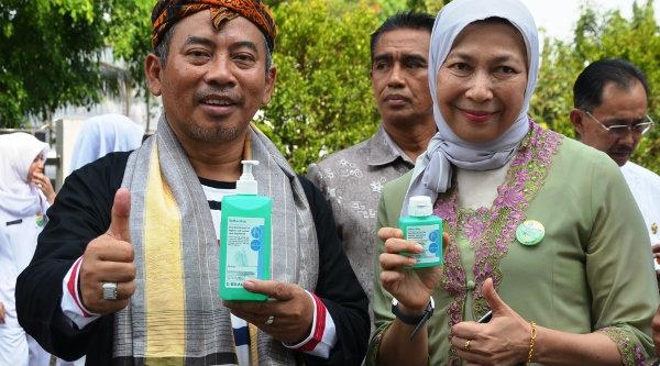 Walikota Bekasi Rahmat Effendi dan Dirut RSUD Bekasi Titi Masrifahati.[DOK]