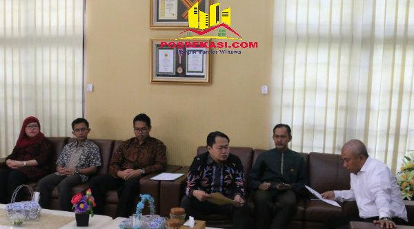 Walikota Bekasi, Rahmat Effendi menerima kunjungan dari Badan Pengawas Keuangan (BPK) Perwakilan Provinsi Jabar.[ISH]