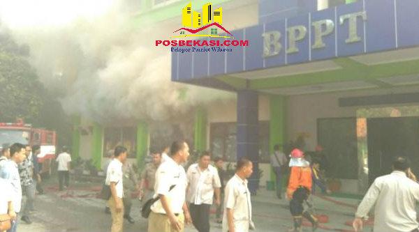 Kantor BPPT Kota Bekasi yang terbakar.[BEN]