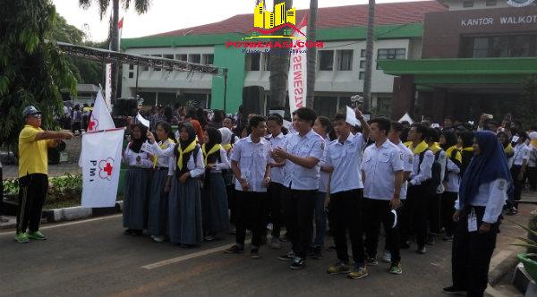 Gerak jalan memperingati HUT PMI ke-71 Kota Bekasi.[ISH]
