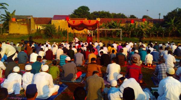 Pelaksanaan Shalat Idul Adha di di Lapangan Asem, Blok R, BTR, Desa Burangkeng, Kecamatan Setu, Kabupaten Bekasi, Senin, 12 September 2016.[IDH]