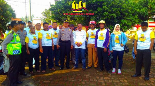 Kapolsek Setu AKP Agus Rohmat meminta massa pendukung calon bupati sebelum menuju Kantor KPU Kabupaten Bekasi menjaga Kamtibmas.[BEN]