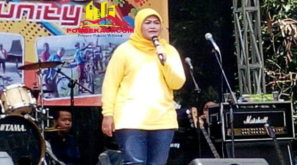 Bupati Bekasi Neneng Hasanah Yasin pada acara Fun Bike Kertarahayu, Minggu 18 September 2016.[SOF]