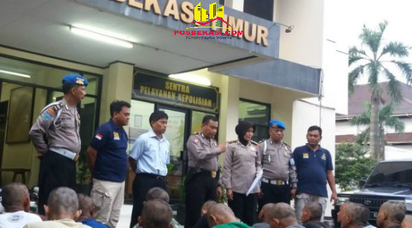 25 pengamen yang terjaring di botaki Polsek Metro Bekasi.[ISH]