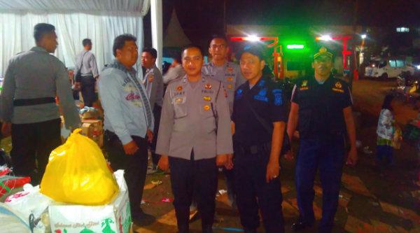 Rombongan Pokdar Polsek Metro Setu saat tiba di Posko Bencana Polsek Tarogong Garut.[RIK]