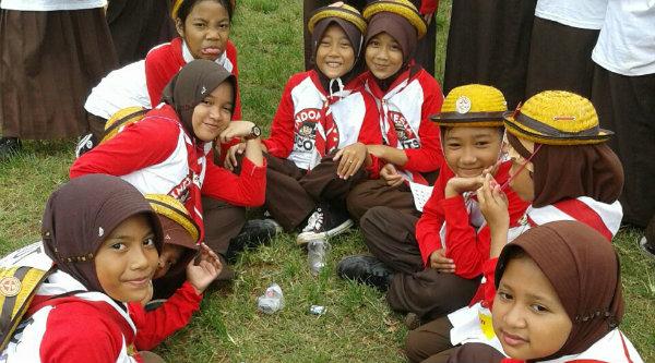 Peserta dari SDN Padurenan 1 yang mengikuti Indonesia Scout Challenge 2016 di Lapangan Multiguna, Kota Bekasi, Sabtu 17 September 2016.[SUB]