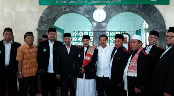 Wakil Walikota Bekasi H Ahmad Syaikhu bersama pengurus MUI Kecamatan Pondok Gede.[ISH]
