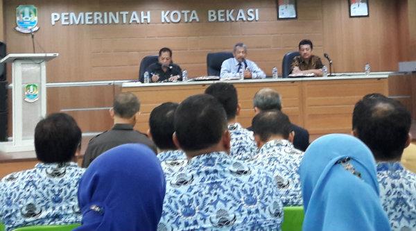 Wakil Walikota Bekasi H Ahmad Syaikhu Kota Bekasi pimpin pertemuan penyusunan master plan IT pendukung Smart City, di Aula Nonon Sontanie Kantor Walikota Bekasi, Senin 19 September 2016.[ISH]