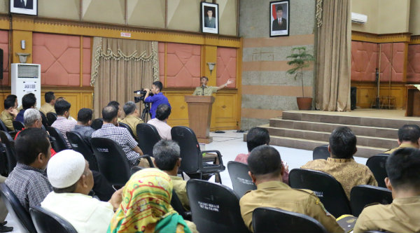 Walikota Bekasi Rahmat Effendi dihadapan elemen masyarakat dan jajaran Pemko Bekasi optimis Kota Bekasi meraih Adipura 2017.[ISH]