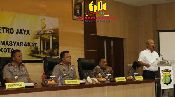 Walikota Bekasi Rahmat Effendi dan Kapolda Metro Jaya, Irjen Pol Moechgiyarto bersama Tiga Pilar, di Mapolresta Bekasi Kota, Kamis 15 September 2016.[ISH]
