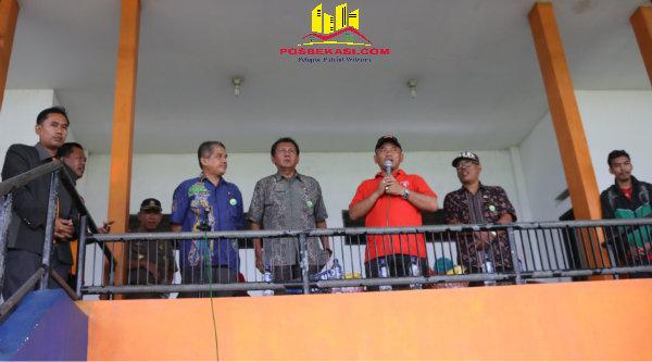 Walikota Bekasi, Rahmat Effendi, saat membuka LBB Pelajar 2016 memperebutkan Piala Walikota.[ISH]