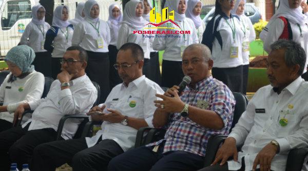 Walikota Bekasi, Rahmat Effendi pada acara coffee morning bersama para insan pers, di Taman Plaza Pemko Bekasi,Rabu 21 September 2016.[BEN]